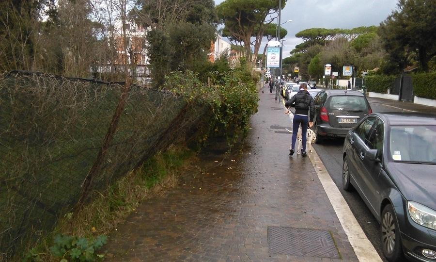 Viale Castellammare, cede recinzione