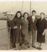 03 Pontile della Nave, Vittorio con Pierina Piccioni e Linda Bellarasa
