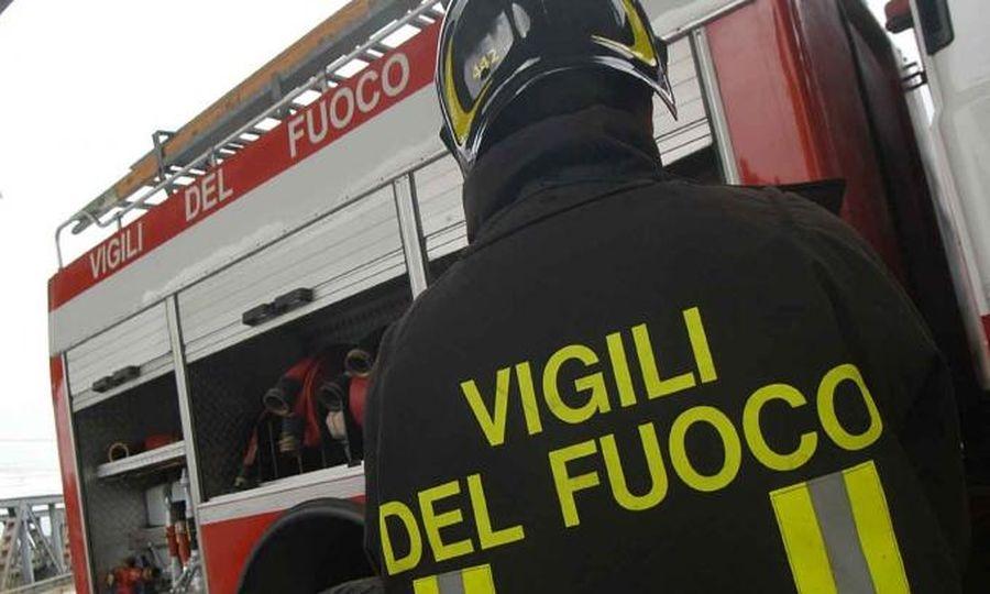 A fuoco cabina elettrica in via Riccione