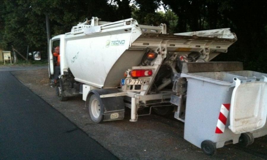 Rifiuti, domenica il furgone per organico e secco residuo