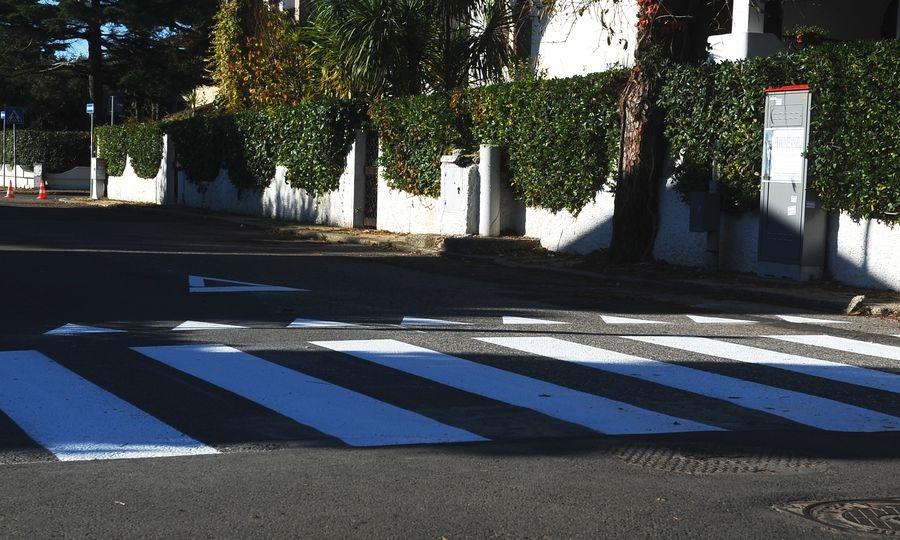 Segnaletica orizzontale su viale Castellammare