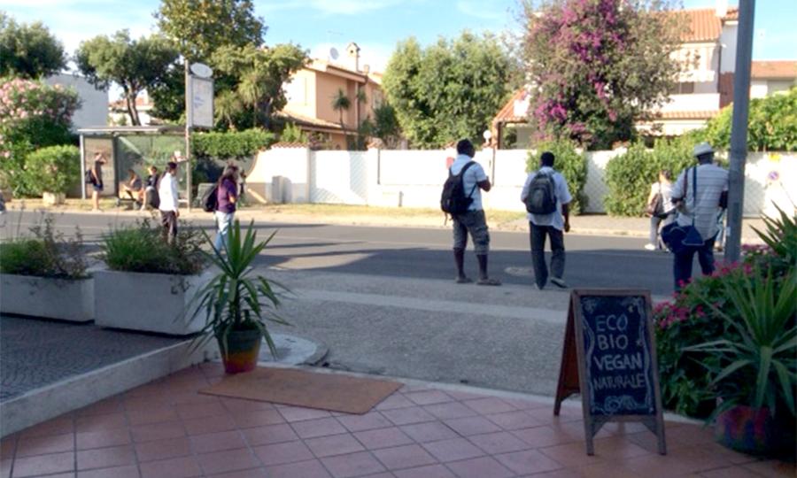 """""""Gli abusi degli ambulanti su viale Castellammare"""""""