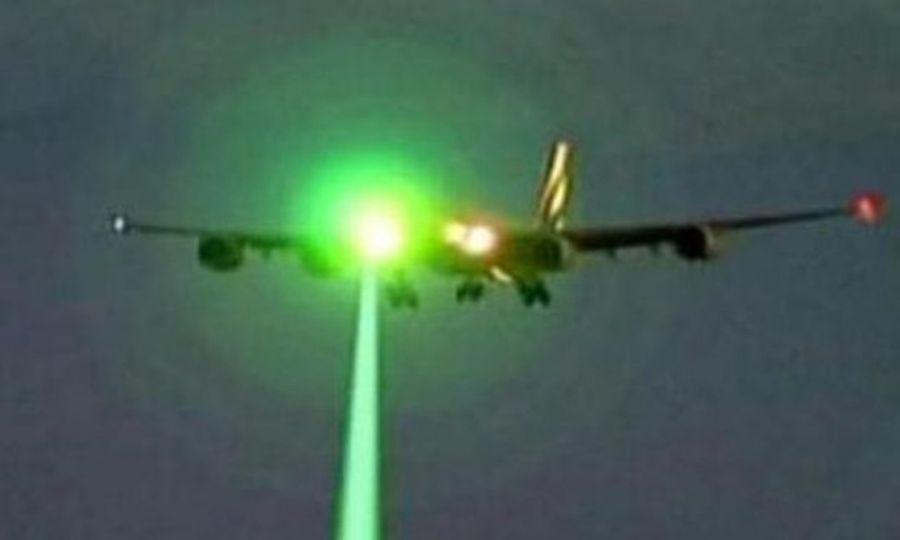 Aerei puntati dai laser
