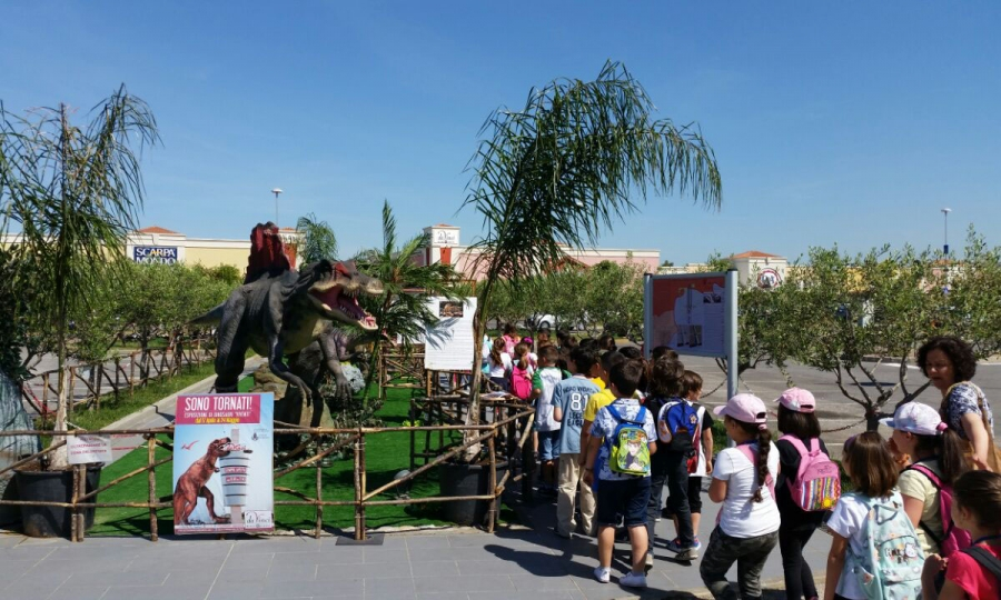 Market Da Vinci,  bambini visitano i dinosauri