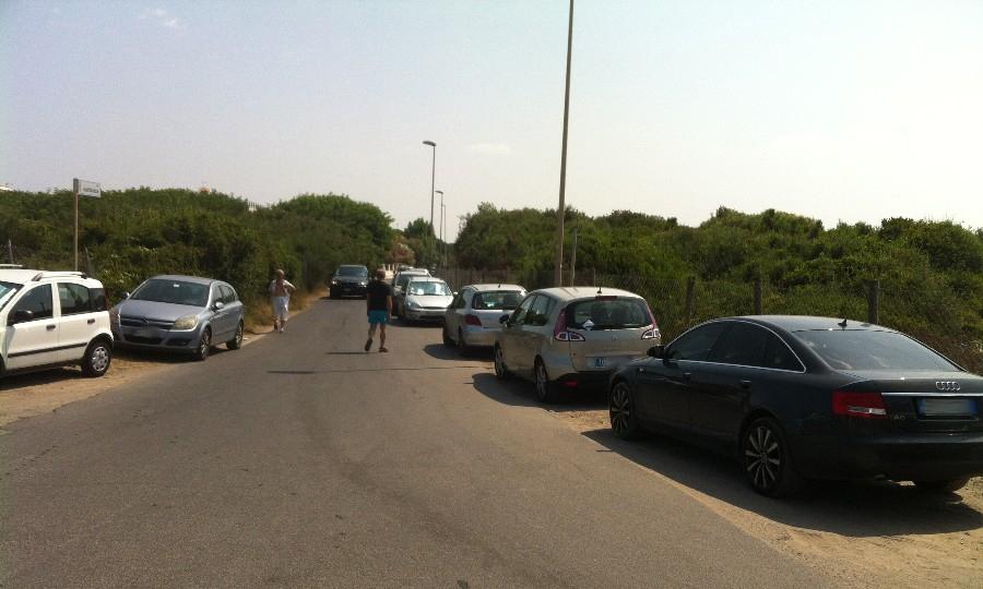 Lungomare caos parcheggi, multe in via Cattolica