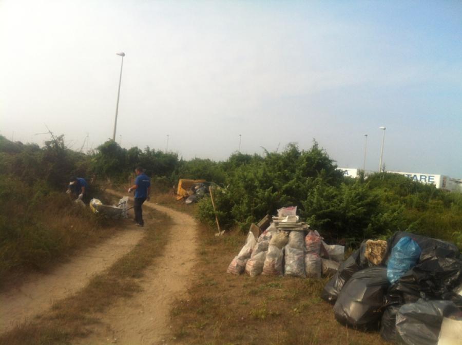 Pulizia alla Lente, scaricate tonnellate di rifiuti