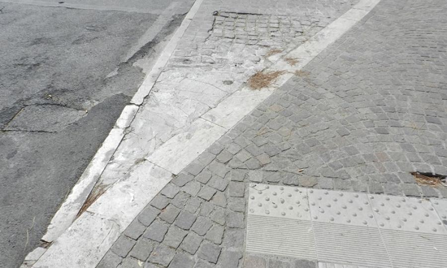 Marciapiedi in porfido o in cemento?
