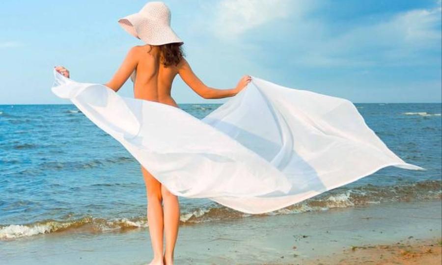 Balneazione, arriva spiaggia per nudisti e dog beach
