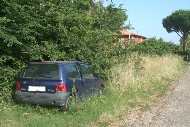 Auto via Muratella k