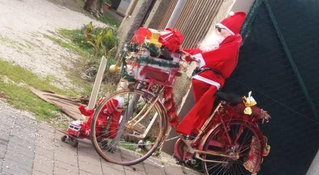 Babbo Natale In Bicicletta.Babbo Natale Sul Lungomare Di Maccarese Arriva In Bici Cronaca