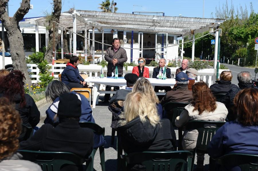 Villaggio assemblea 1 web