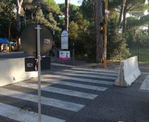 Viale Castellamare bloccata, i new jersey della notte bianca ancora in strada