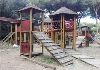 Parco giochi bambini in Pineta, degrado intollerabile