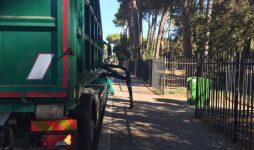 Viale Castellammare, svuotati i cassonetti a scomparsa