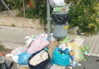 Stazione Maccarese, il cestino come discarica