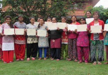Farmacisti in aiuto in Nepal, i corsi di maglieria