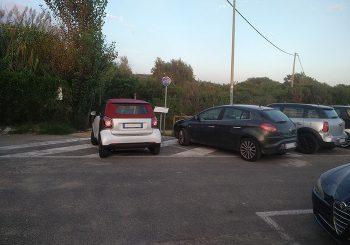 Parcheggi al Villaggio, passano le stagioni, resta il menefreghismo