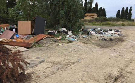Maccarese, scaricatori attaccano zona cimitero