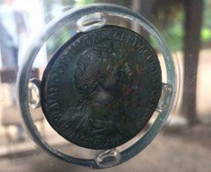 Il Sesterzio di Traiano a la mostra 3D Storia a Villa Guglielmi