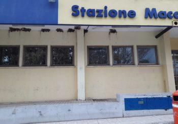 La stazione di Maccarese e i nidi di rondine rimossi