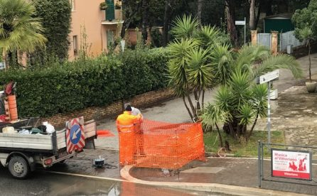 Viale Castellammare, il marciapiede senza sampietrini