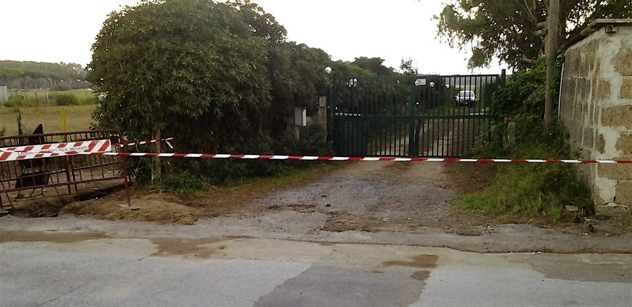 cancello-chiuso-921-x-448