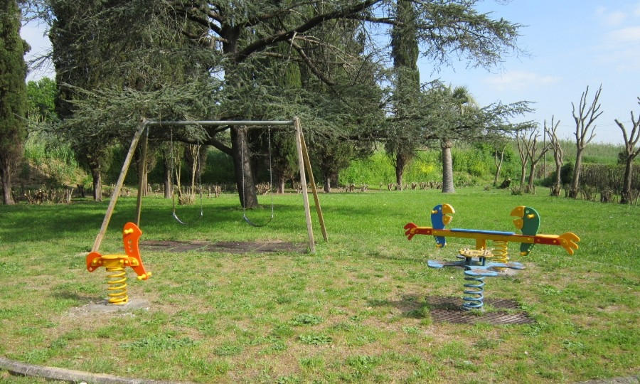 Monumento ai Caduti, ecco l'area giochi