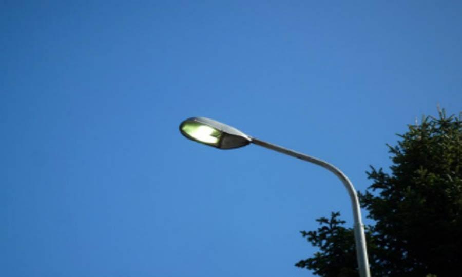 Viale della Pineta, luci a metà