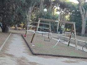 parco giochi altalene