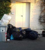 rifiuti piazzetta Conad (5)