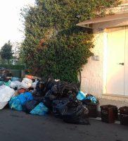 rifiuti piazzetta Conad (1)